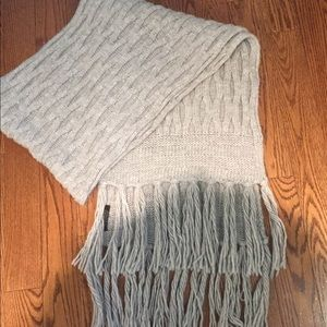 Banana Republic light grey cable knit winter scarf